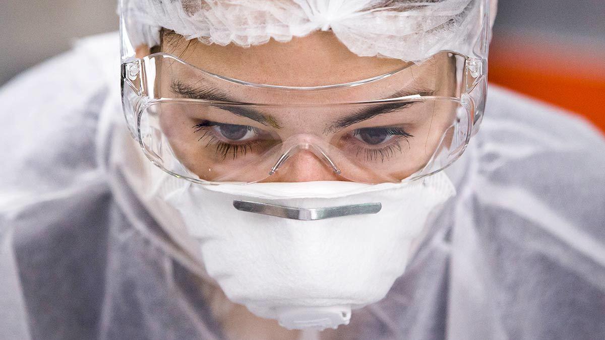 защитная одежда, защитные очки, защитная маска